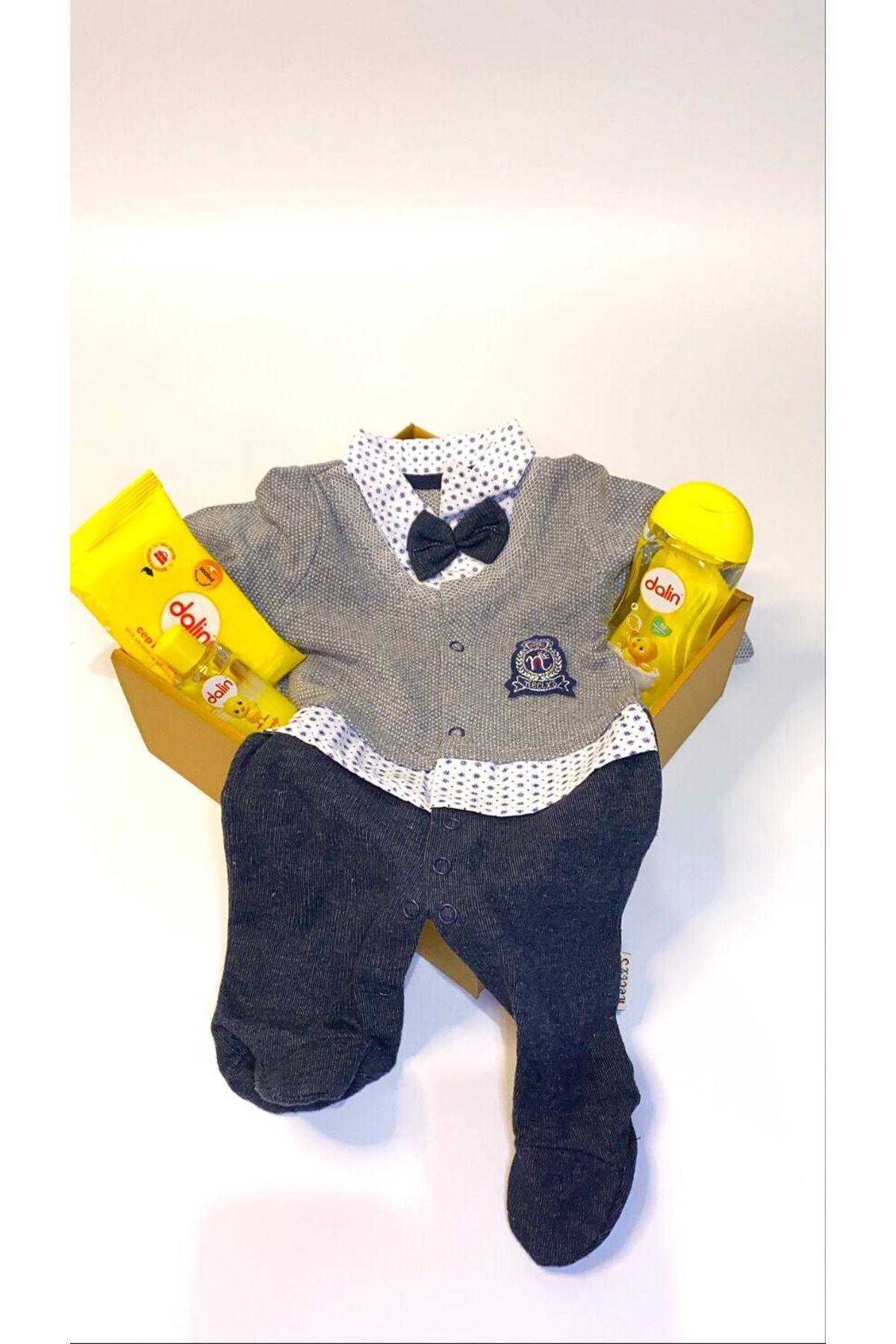 Dalinli ve Kendinden Hırkalı Gri Laci Papyonlu Triko Tulum Bebek Hediye Kutusu