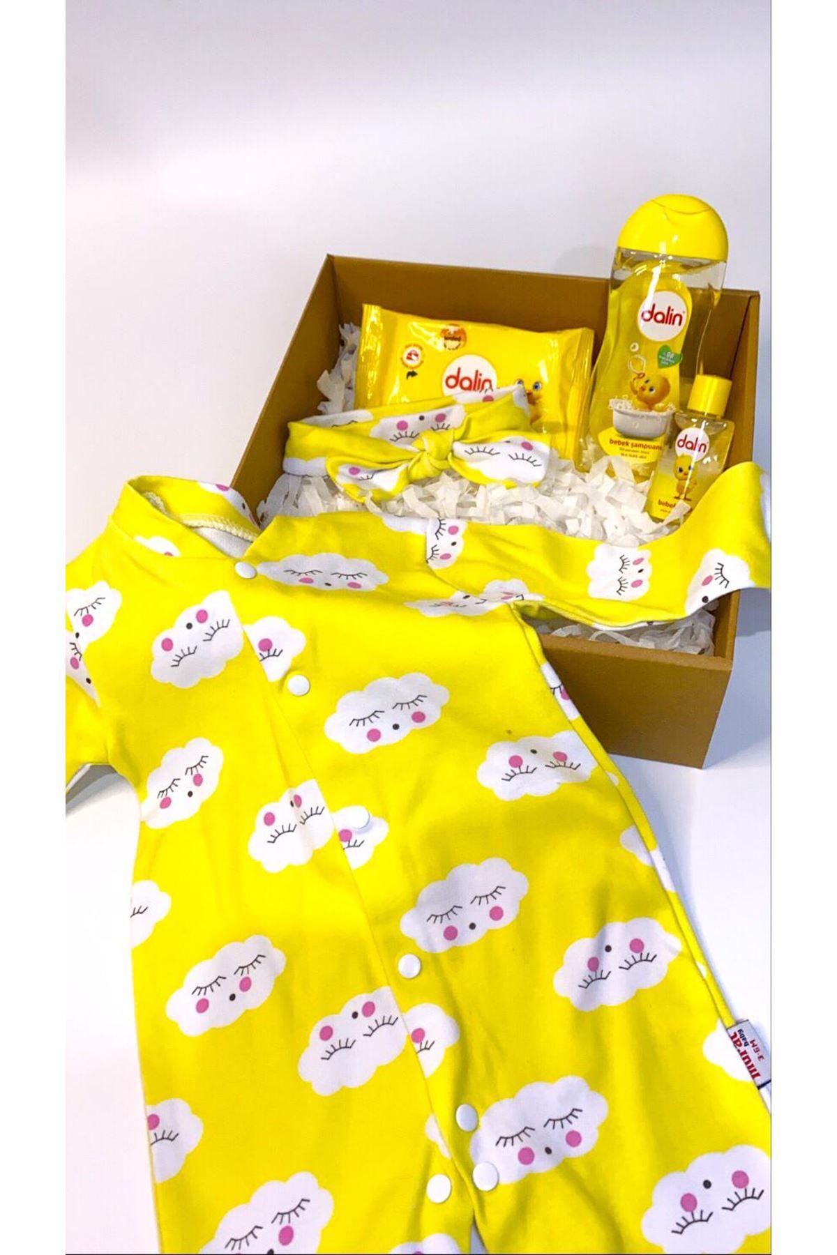Dalinli ve Bulutlu Sarı Bandanalı Kız Bebek Tulum Hediye Kutusu